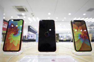 Apple, iPhone 12'yi 5,4 inç ekranla piyasaya sürebilir